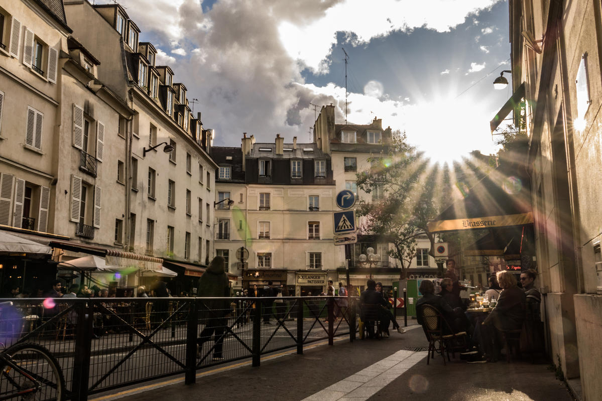 On The Paris Streets With A 24-70mm Zoom Lens