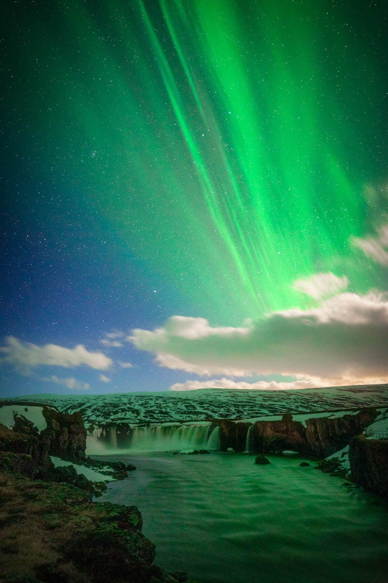 Alpha-Universe-WIMB-Andy-Luten-northern-lights-godafoss-1.JPG