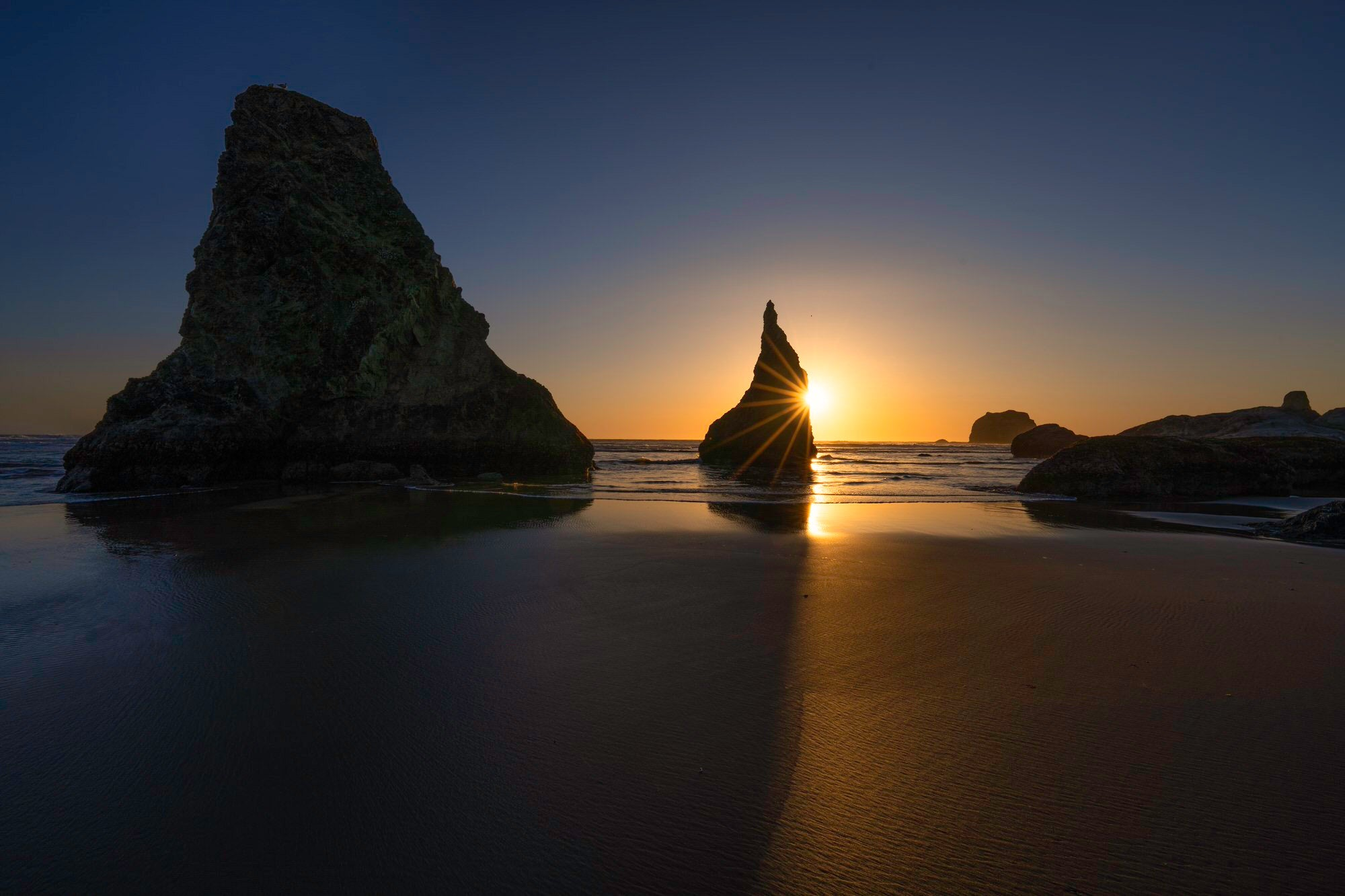 Sony-Alpha-Universe-Photo-by-Don-Smith-14mm-GM-Sunstar-and-WIzards-Hat-Bandon-Beach.jpeg
